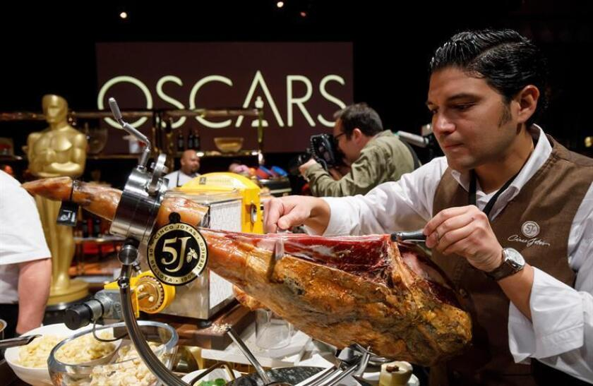 A five-years aged jamon iberico from Spain is sliced by Raul Garrido during the press preview for the upcoming 91st Oscars Governors Ball in Hollywood, California, USA, 15 February 2019. EFE
