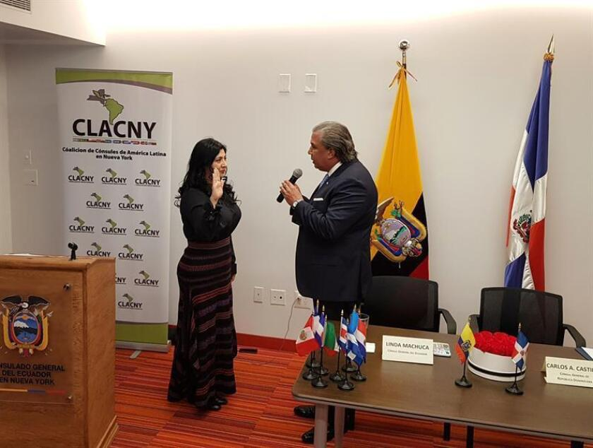 La cónsul de Ecuador en Nueva York, Linda Machuca, toma el relevo de la presidencia de la Coalición de Cónsules de América Latina en Nueva York (CLACNY) del cónsul de República Dominicana, Carlos A. Castillo, hoy, en Nueva York (EE.UU.). EFE