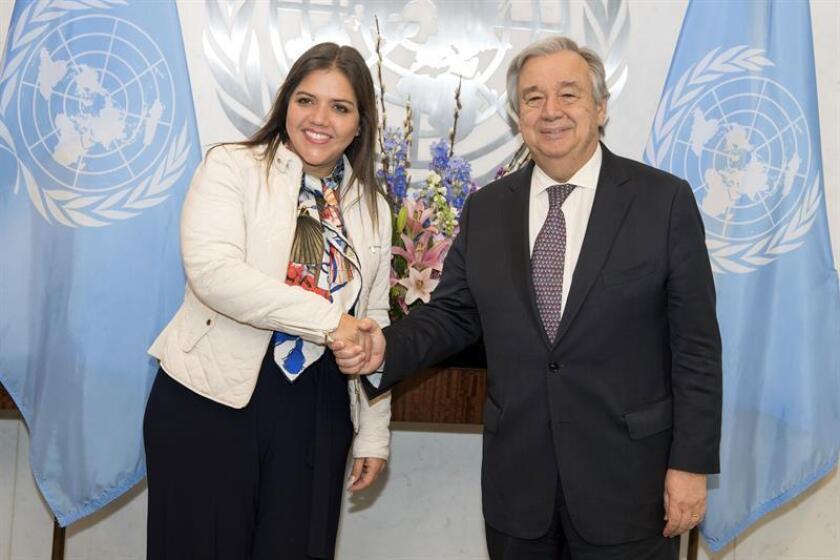 Fotografía cedida por la ONU donde aparece su secretario general, António Guterres, saludando a la vicepresidenta de Ecuador, María Alejandra Vicuña, durante una reunión hoy, jueves 22 de febrero de 2018, en la sede del organismo en Nueva York (EE.UU.). EFE/Eskinder Debebe/ONU/SOLO USO EDITORIAL/NO VENTAS