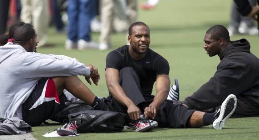Aztecs receiver DeMarco Sampson (center) gets ready for the SDSU pro day.