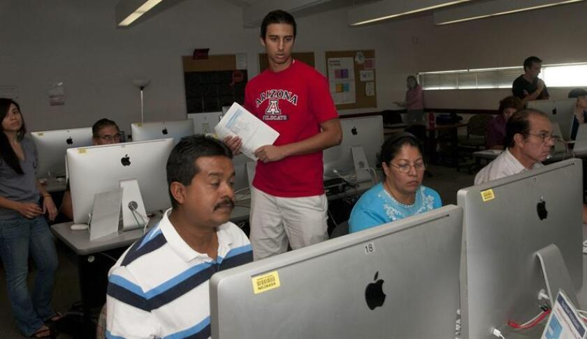 Fotografía de talleres de computación en español para latinos. EFE/Archivo