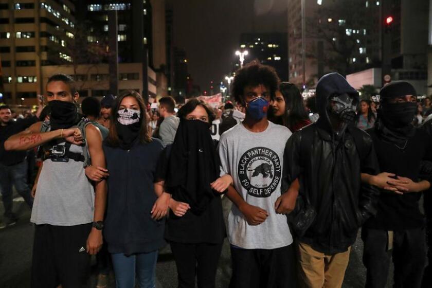 Los brasileños han salido a la calle para manifestarse a favor y en contra de la ex presidenta Rousseff.