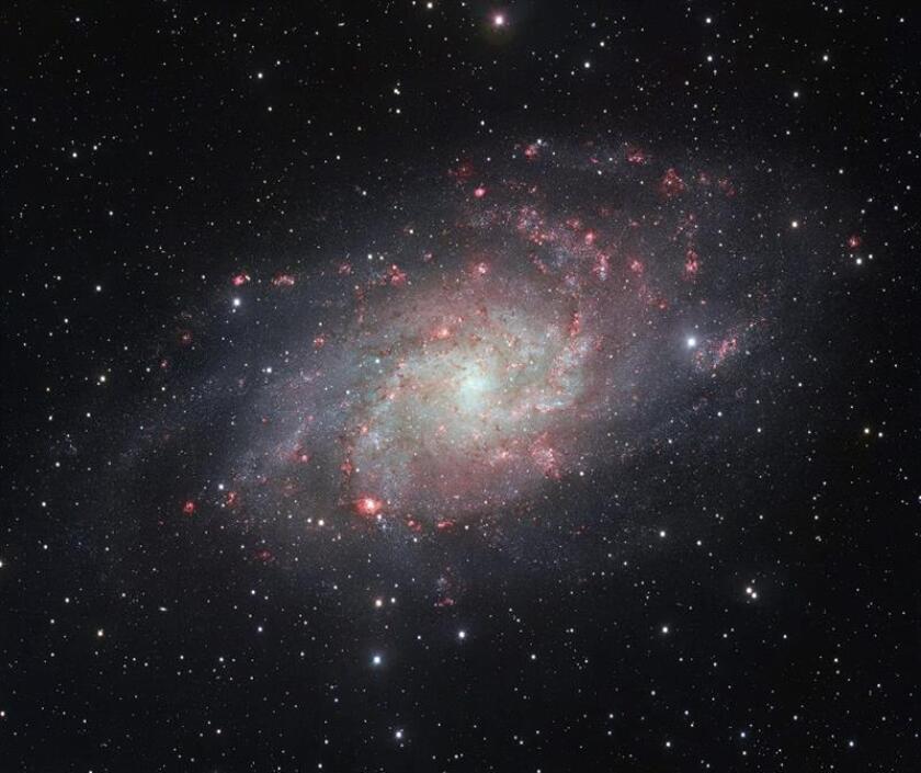 Fotografía facilitada por el Observatorio Austral Europeo (ESO) ha logrado una de las imágenes más detalladas hasta la fecha de la Messier 33, la segunda gran galaxia más cercana a la Vía Láctea. EFE/ESO/Digitized Sky Survey 2./SOLO USO EDITORIAL