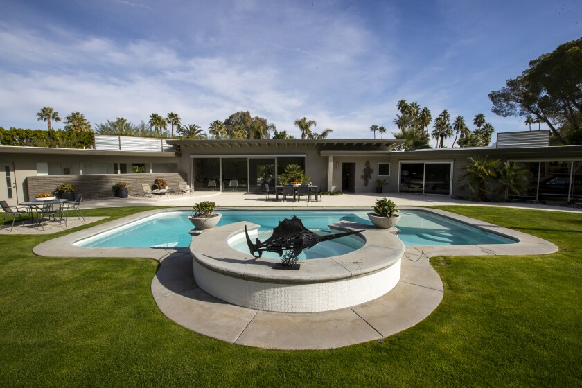 J.R. Roberts' 1952 midcentury modern home, formerly owned by Lawrence Welk