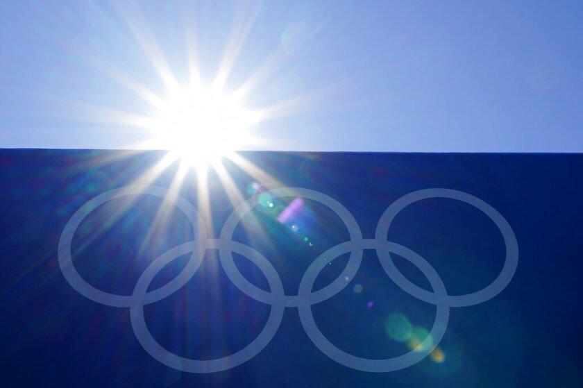 aros olímpicos en el Estadio de Béisbol de Yokohma, Japón