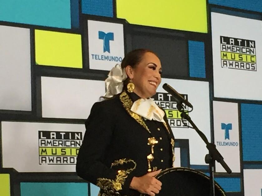 Aída Cuevas, detrás del ecenario de los Latin American Music Awards