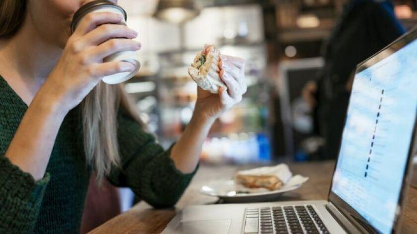 Hay mucho que aprender sobre la cultura de trabajo de un país a partir de cómo la gente toma su almuerzo.