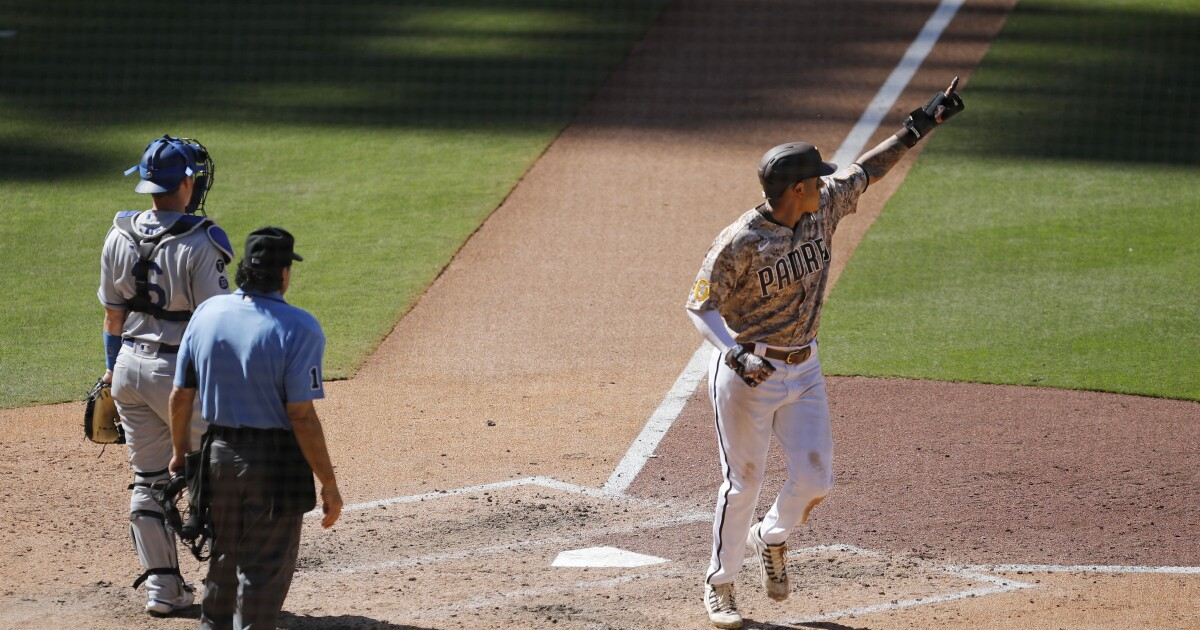 Hosmer drives in three, Padres beat Dodgers in series finale