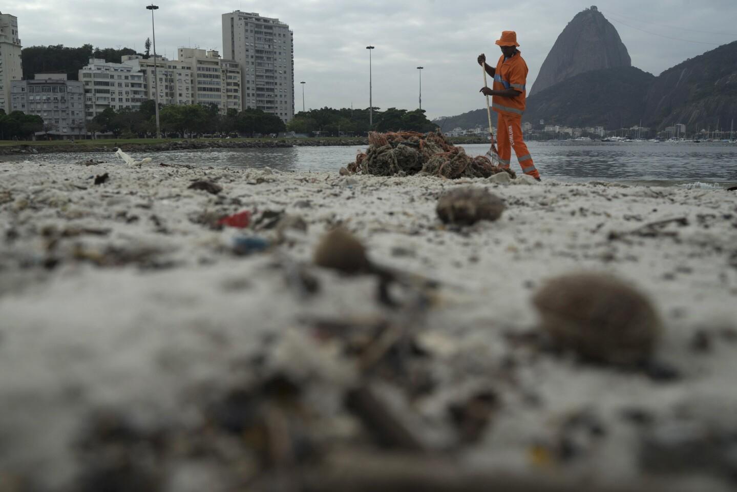 Pollution in Rio's Guanabara Bay