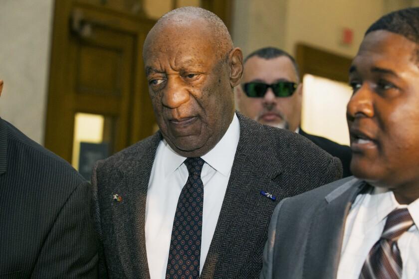 El actor y comediante Bill Cosby llega a una corte Norristown, Pennsylvania. Cosby fue arrestado y acusado en diciembre de drogar y violar a una mujer en su casa en enero del 2004. Un juez decidirá si desestima o no el caso. (Ed Hille/The Philadelphia Inquirer via AP, Pool)