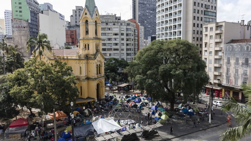 """S""""o Paulo, Brazil. 05/17/18. Three weeks after the accidents, the residents have organized the cam"""