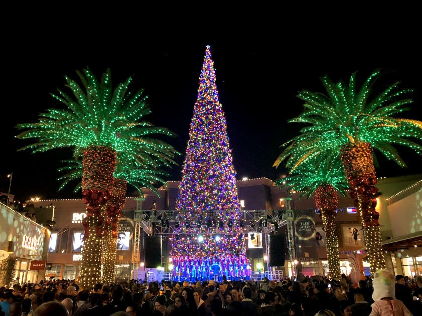 la-hm-gg-holiday-events-citadel-worlds-largest-xmas-tree-003.JPG