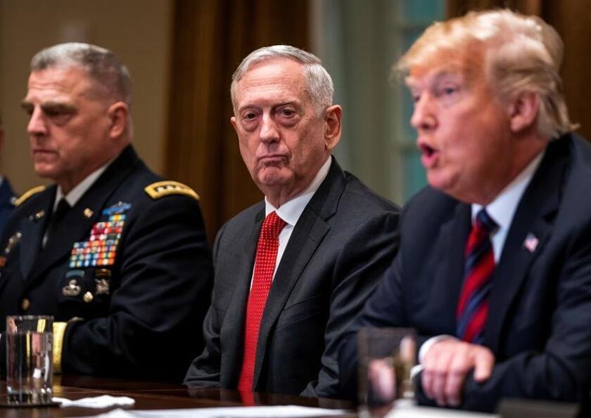 US Defense Secretary Gen. James Mattis (c) listens to President Donald Trump during a meeting at the White House on Oct. 23, 2018. EFE-EPA/Jim Lo Scalzo/File