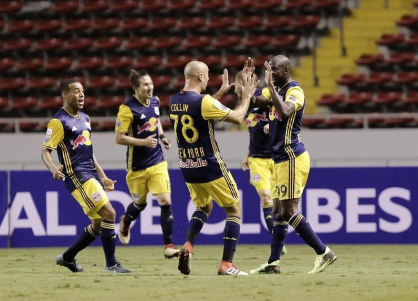 Los Red Bulls acabaron la eliminatoria con un marcador global de 3-1 después de que en el partido de ida, disputado en San José (Costa Rica) por castigo al equipo hondureño, lograron un empate a 1-1, que ya los dejó con la ventaja del doble valor de los goles en campo visitante. EFE/Archivo