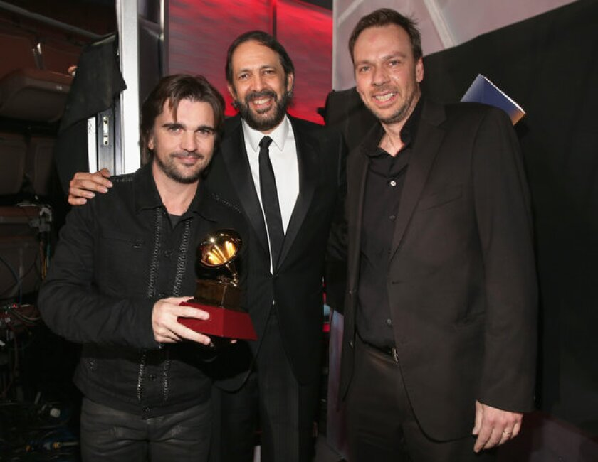 Latin Grammys 2012: Old favorites win, some new names crash party