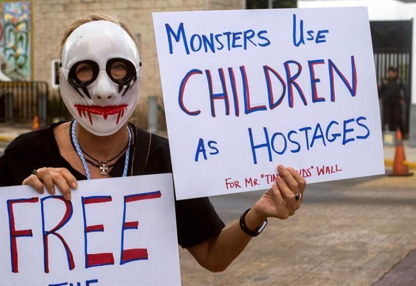 El Gobierno federal rechazó hoy una petición de dar más tiempo a las familias de indocumentados que han sido reunificadas tras su separación en la frontera con México para analizar sus opciones jurídicas, pues esta medida generaría problemas de espacio en sus centros de detención. EFE/ARCHIVO