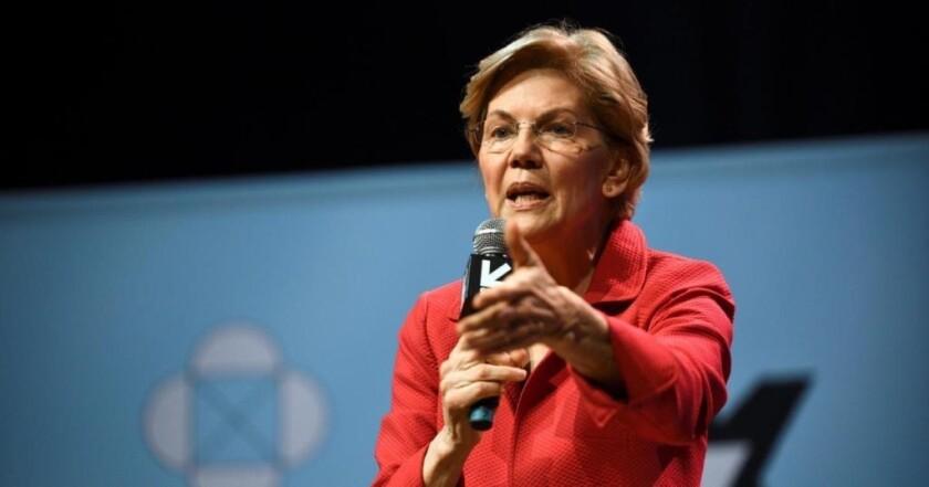 Elizabeth Warren, senadora por el estado de Massachusetts, durante el foro realizado por CNN.