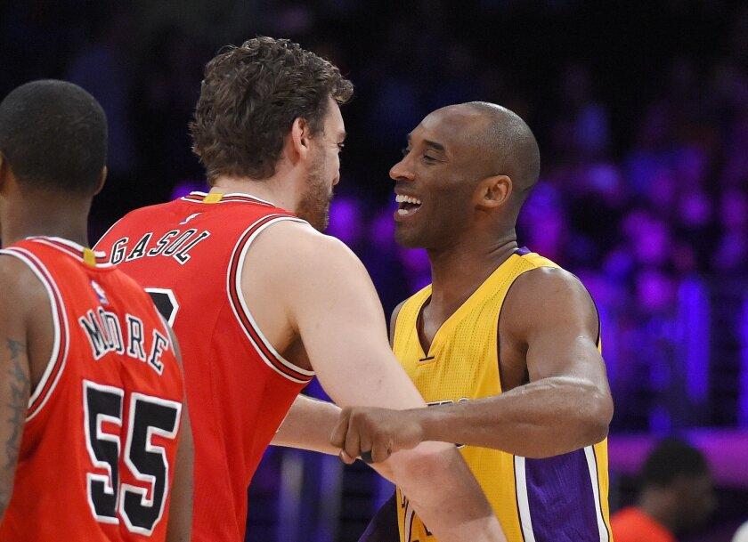 hot sale online 6e5f8 ddd82 Bulls top Lakers 114-91 in Pau's last Staples date with Kobe ...