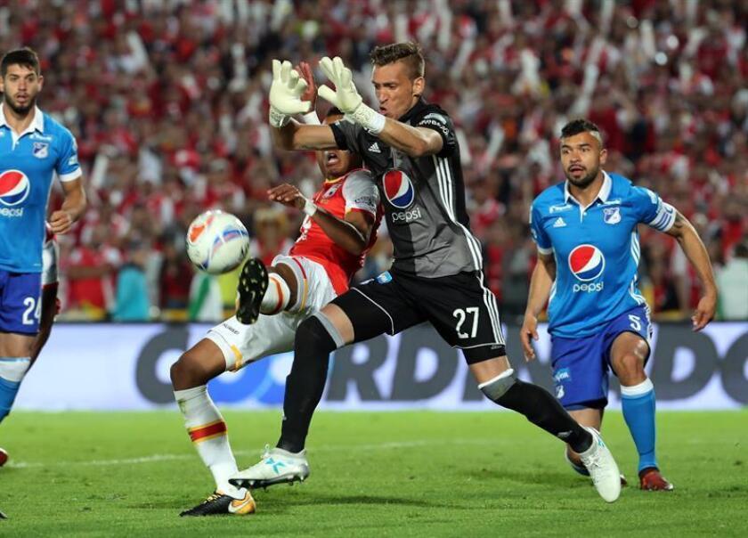 El portero uruguayo Nicolás Vikonis, del Millonarios del fútbol colombiano, está a punto de fichar con el Puebla mexicano, club al que llegará para competir por la titularidad con el veterano Moisés Muñoz. EFE/ARCHIVO