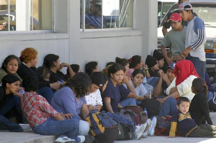 Las autoridades mexicanas detuvieron a 91 migrantes centroamericanos en el sur del país, así como a dos presuntos traficantes de personas que los acompañaban, informó hoy la Procuraduría General de la República (PGR, fiscalía). EFE/ARCHIVO