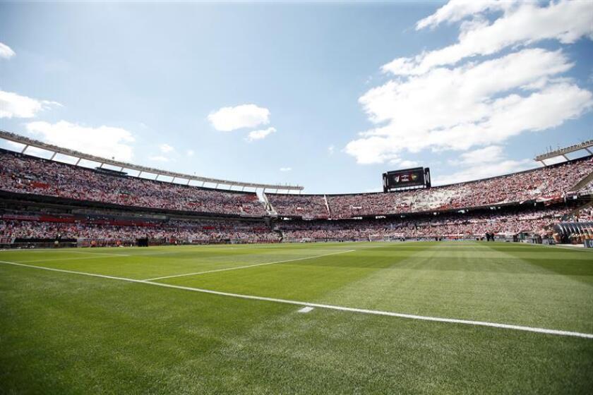 Fotografía de la cancha del estadio Monumental antes del partido de la final de la Copa Libertadores entre River Plate y Boca Juniors en Buenos Aires (Argentina). EFE