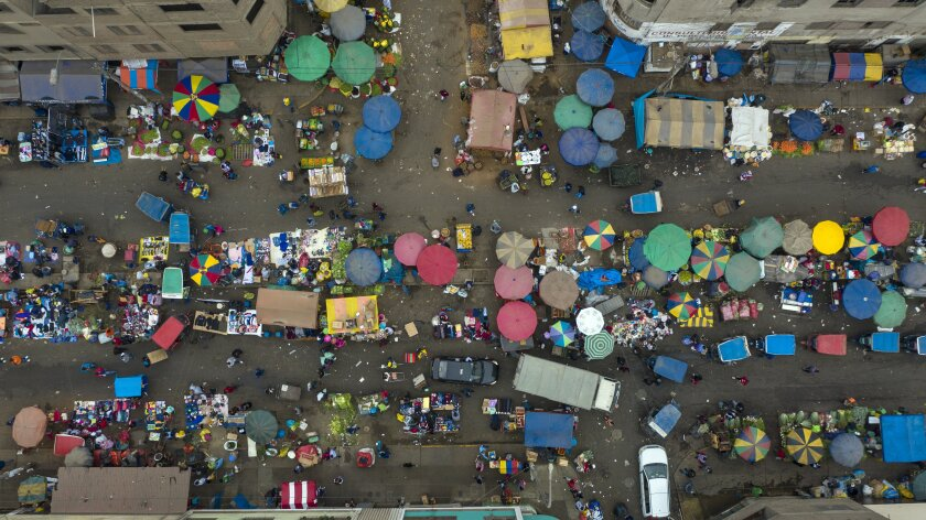 Vista aérea del mercado La Parada, en Perú.