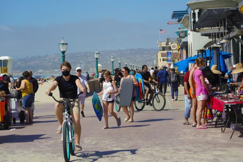 El paseo costero Mission Beach.
