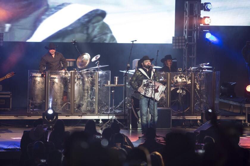 El grupo Intocable, con el vocalista y acordeonista Ricky Muñoz al frente, se presentó el sábado pasado en las instalaciones del Greek Theatre de L.A.
