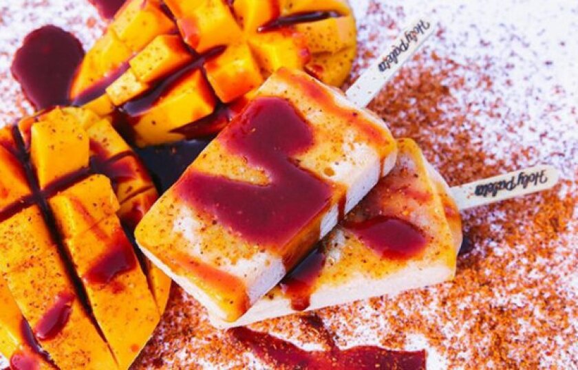 Mango con Chamoy es uno de los sabores más populares en la nueva tienda de paletas de Bonita, Holy Paleta.