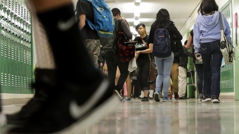 Muchos jóvenes saben muy poco sobre cómo administrar sus finanzas (Getty Images).