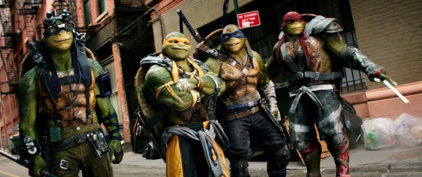 """Imagen difundida por los estudios Paramount Pictures muestra a los personajes (de izquierda a derecha) Donatello, Michelangelo, Leonardo y Raphael en una escena de la cinta """"Teenage Mutant Ninja Turtles: Out de the Shadows"""". (Lula Carvalho/Paramount Pictures vía AP)"""