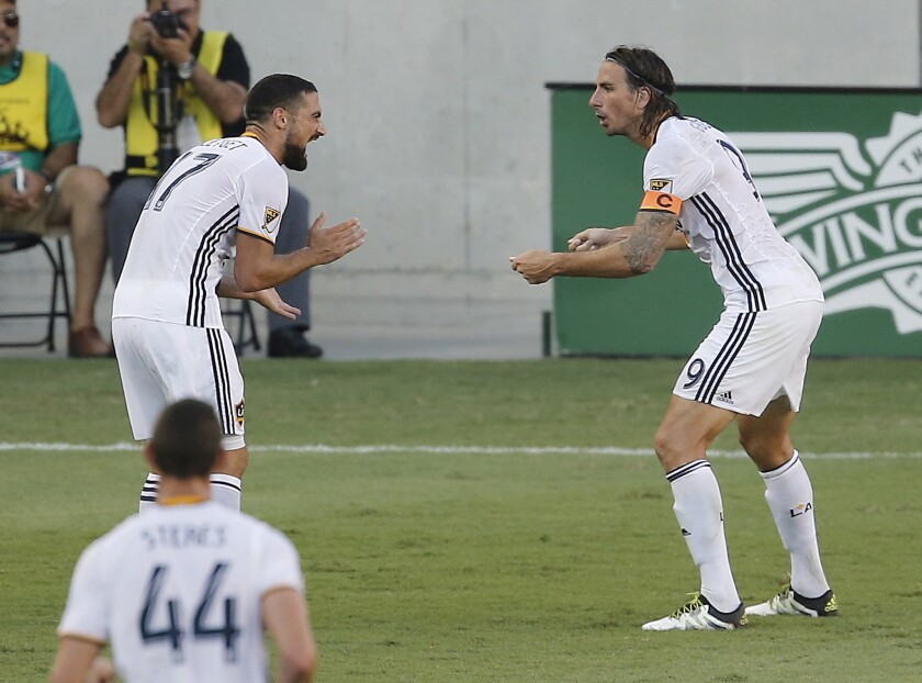 Galaxy sella el tercer lugar en la Conferencia del Oeste con gol del cumpleañero Alan Gordon.
