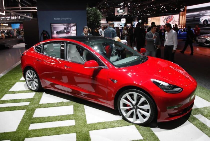 El Tesla Model 3 durante el show del motor Automobility LA en el Centro de Convenciones en Los Ángeles, California (Estados Unidos). EFE/Archivo