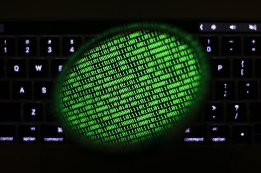 Acusan a 80 personas de estafas electrónicas millonarias en California