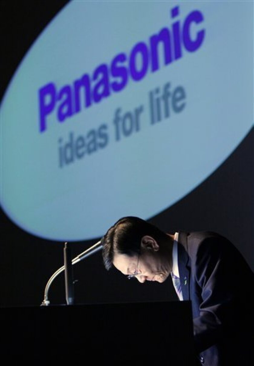 Panasonic Corp. President Fumio Ohtsubo bows during a news conference on the company's financial results for the year ended March 2009, in Tokyo, Japan, Friday, May 15, 2009. Panasonic Corp. sank deep into the red last fiscal year, joining a growing list of Japanese electronics makers who have fallen victim to a stronger yen and an unprecedented slump in global demand. The Osaka-based company Friday reported a 378.96 billion yen ($4 billion) loss for the fiscal year ended March _ its first loss in seven years _ and expects to stay in the red in the current fiscal year.(AP Photo/Itsuo Inouye)