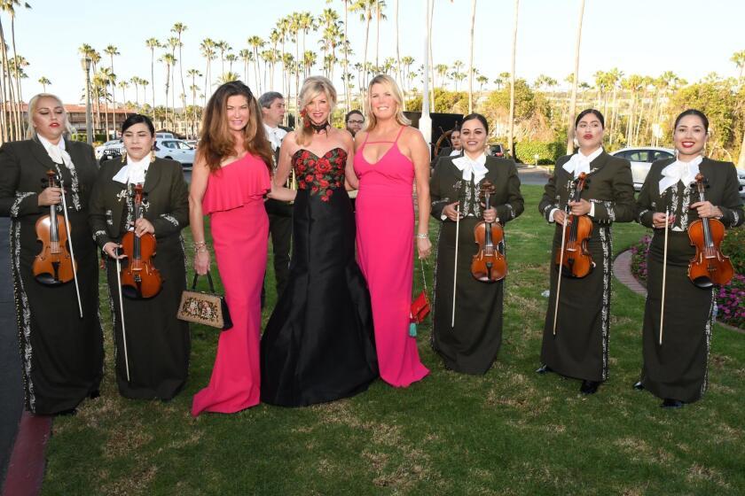 Mariachi band members with Elizabeth Estey, Kristi Pieper, Gina Hixson