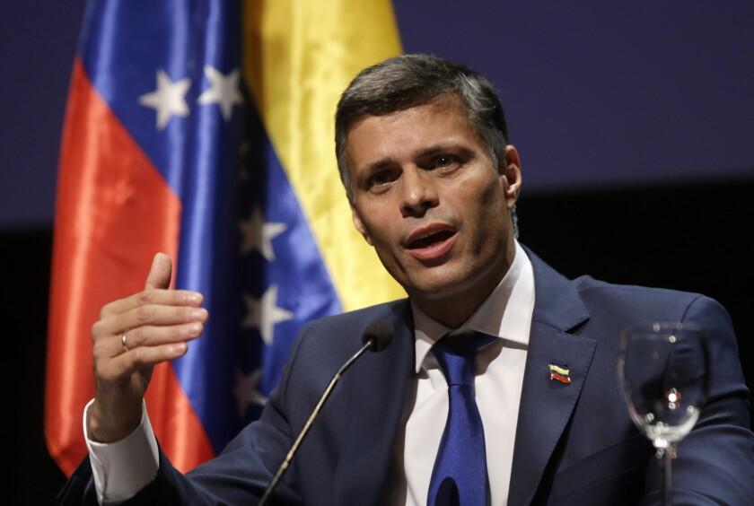 El líder opositor venezolano, Leopoldo López, habla durante una conferencia de prensa en Madrid