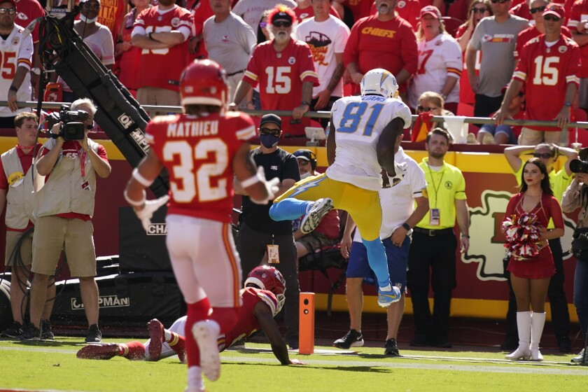 Chargers' Mike Williams (81) catches the deciding touchdown pass.