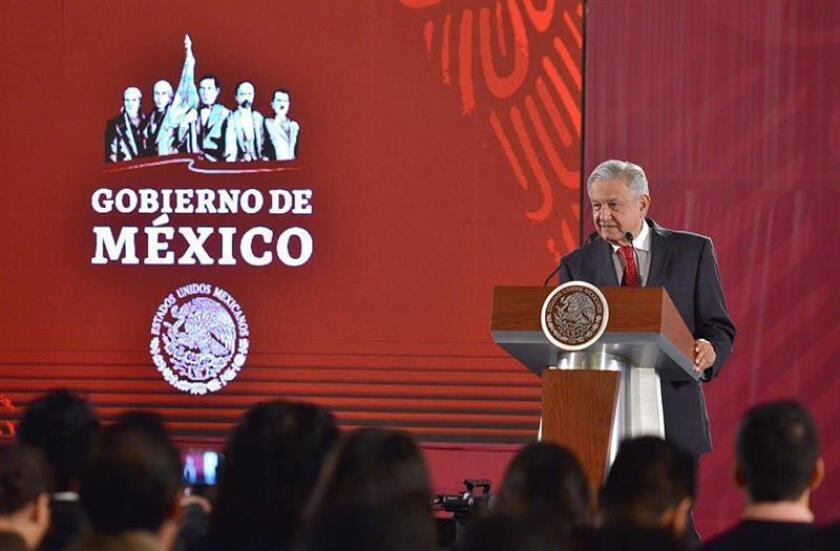 El presidente de México, Andrés Manuel López Obrador, habla este lunes, durante una rueda de prensa en el Palacio Nacional en Ciudad de México (México). EFE/PRESIDENCIA/SOLO USO EDITORIAL