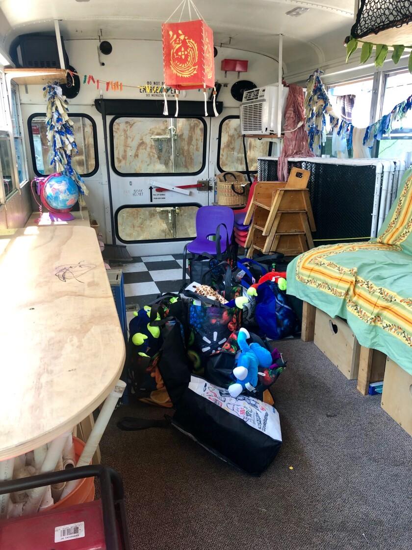El interior del camión escuela
