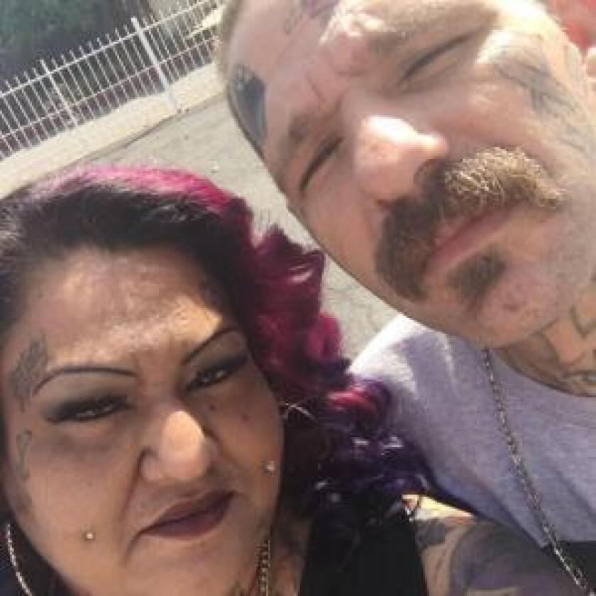 Johnny Lewis Hartley, de 39 años, y Mercy Mary Becerra, de 43, fueron arrestados cuando las autoridades mexicanas descubrieron el cuerpo en el cruce de peatones en San Ysidro, antes del mediodía del martes, señaló Valentin.