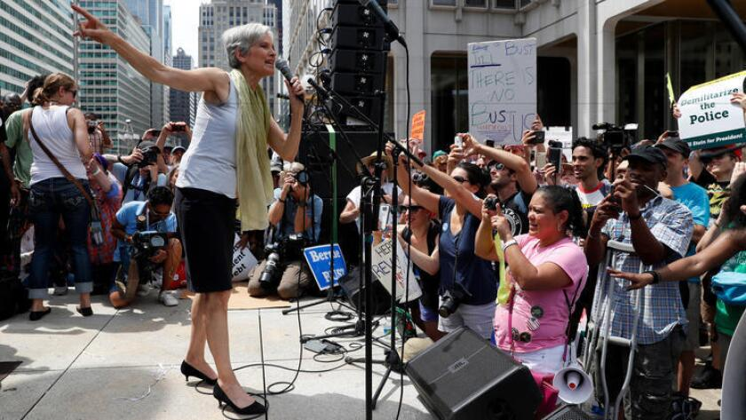 La Dra. Jill Stein, candidata presidencial oficial por el Partido Verde, habla en un mitin en Filadelfia, el 26 de julio, durante el segundo día de la Convención Demócrata.