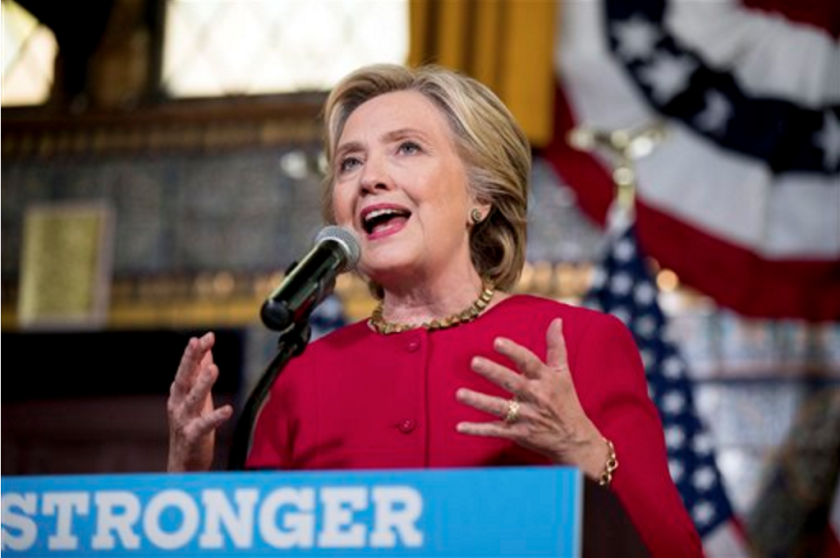 ARCHIVO - Fotografía de archivo muestra a la candidata presidencial demócrata Hillary Clinton durante un acto de campaña en Harrisburg, Pennsylvania. Para Clinton. (AP Foto/Andrew Harnik, archivo)