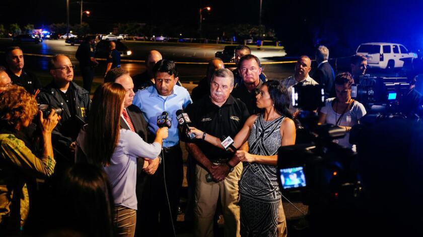 Según el gobernador de Luisiana, Bobby Jindal, Houser (Camisa azul) tenía la intención de llevar a cabo el atentado y escapar, ya que estacionó el coche cerca de la salida para asegurarse la huida, pero acabó quitándose la vida al ver a las fuerzas del orden.
