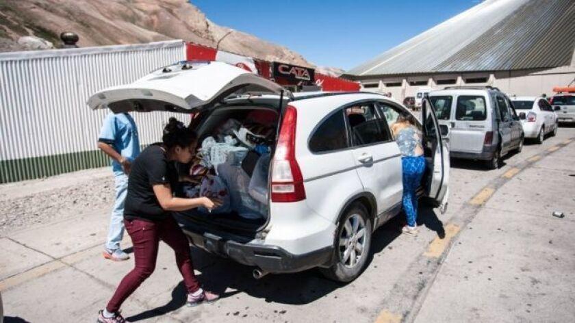 Decenas de miles de turistas argentinos van a comprar ahora a Chile, aprovechando la diferencia de precios.