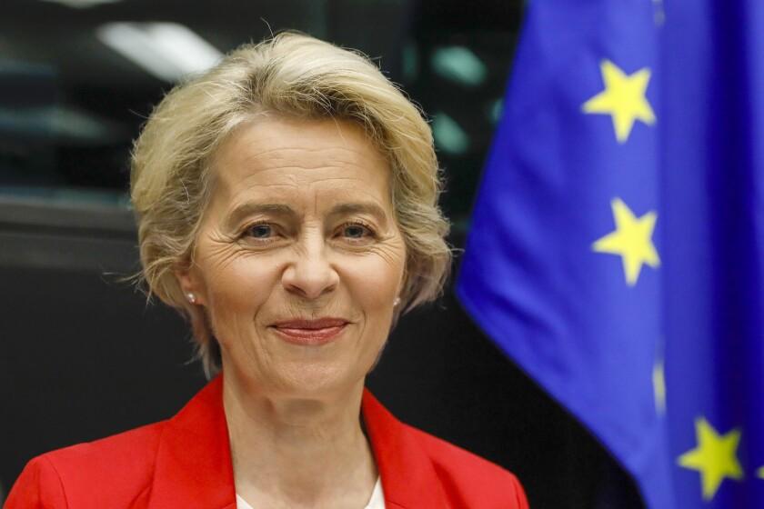 La presidenta de la Comisión Europea, Ursula von der Leyen, a su llegada a una reunión del Colegio de Comisarios en el Parlamento Europeo, en Estrasburgo, en el este de Francia, el 14 de septiembre de 2021. (Julien Warnand, Pool Photo via AP)