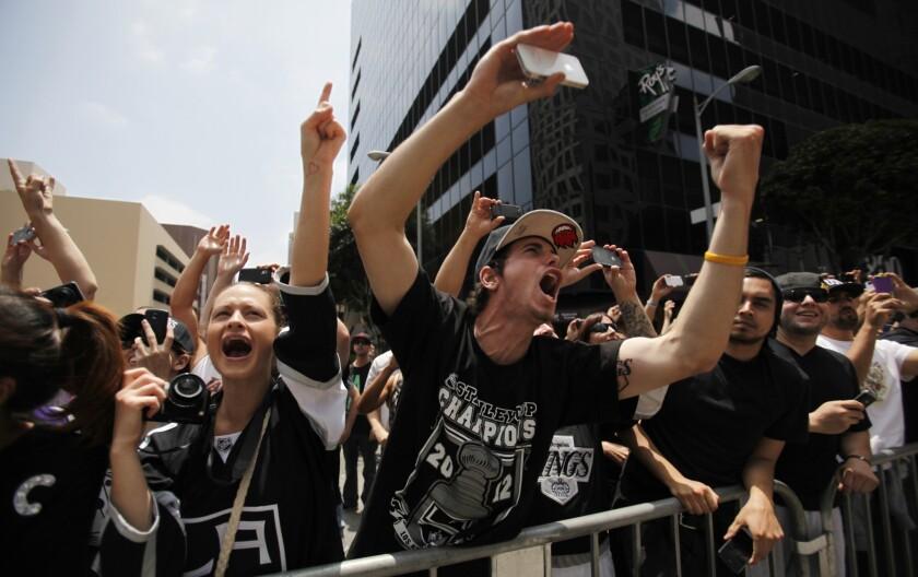 L.A. Kings: Crowd cheers