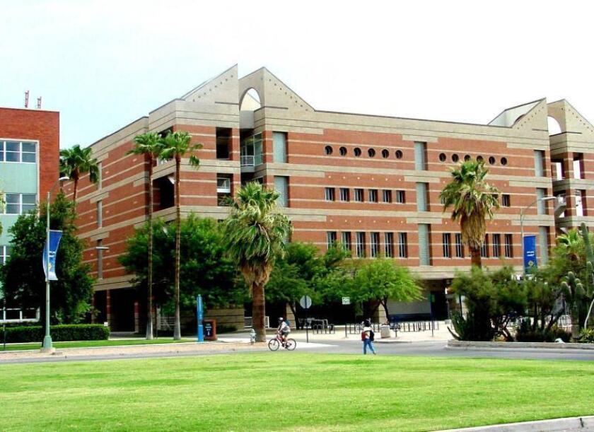 Vista general del campus de la Universidad de Arizona (UC) en la que 14 por ciento de la población estudiantil es de origen hispano, la que se desea aumentar en 25 por ciento. EFE/María León/Archivo