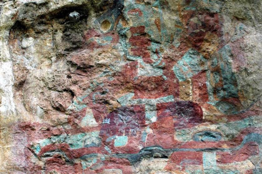 """El rojo sangre es la coloración que distingue a las pinturas rupestres de """"Gran Mural"""" ubicadas en un paraíso arqueológico de más de 300 cuevas en la Sierra de San Francisco en Baja California Sur, noroeste de México. EFE/Archivo"""