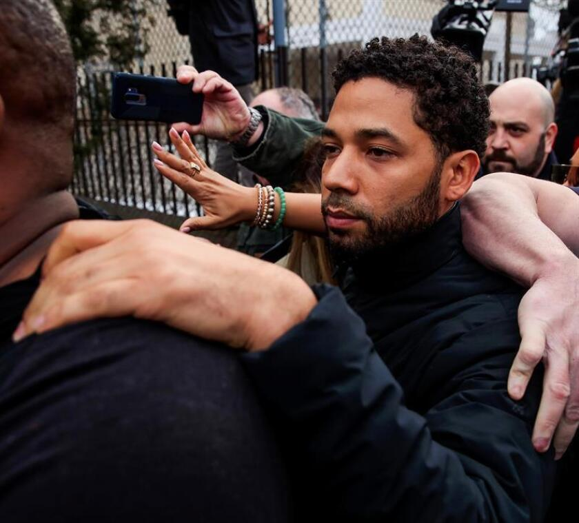 """Empire"" TV series actor Jussie Smollett (C) attempts to hide as he emerges from the Cook County Court complex after posting 10 percent of a $100,000 bond in Chicago, Illinois, USA, on Feb. 21, 2019. Smollett was charged with ""disorderly conduct"" for allegedly filing a false police report, a felony punishable by up to three years in prison. EPA-EFE/TANNEN MAURY"